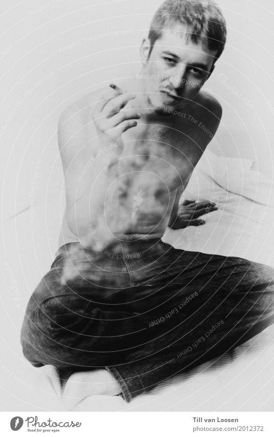 self Rauchen maskulin Junger Mann Jugendliche 1 Mensch 18-30 Jahre Erwachsene kurzhaarig Feste & Feiern fliegen ästhetisch Coolness nackt schwarz weiß