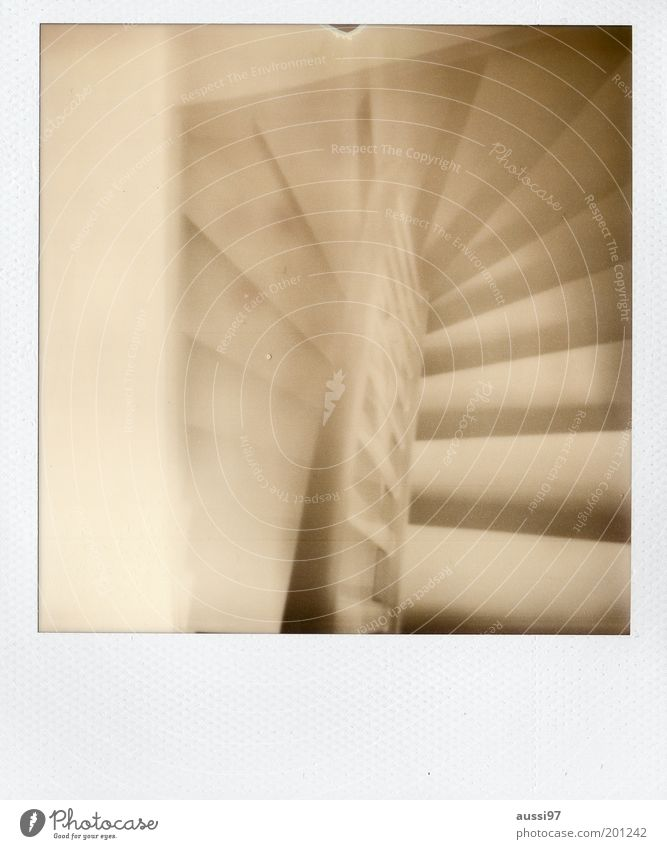 Arbogast Treppe Abstieg abwärts aufwärts Treppengeländer Schwarzweißfoto Polaroid Unschärfe träumen Treppenhaus