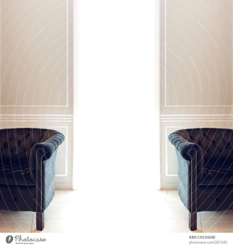 Wartezimmer der Himmelpforte alt weiß ruhig Wand hell braun Raum Wohnung elegant Innenarchitektur ästhetisch retro Möbel Reichtum Wohnzimmer Sessel