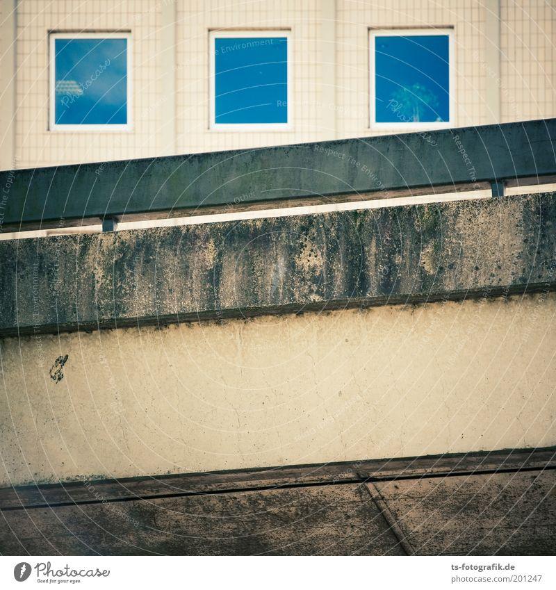 Windows 3.0 Bremen Stadt Menschenleer Haus Bauwerk Gebäude Mauer Wand Fassade Fenster Verkehr Straße Hochstraße Leitplanke Verkehrslärm Lärmdämmung Stein Beton