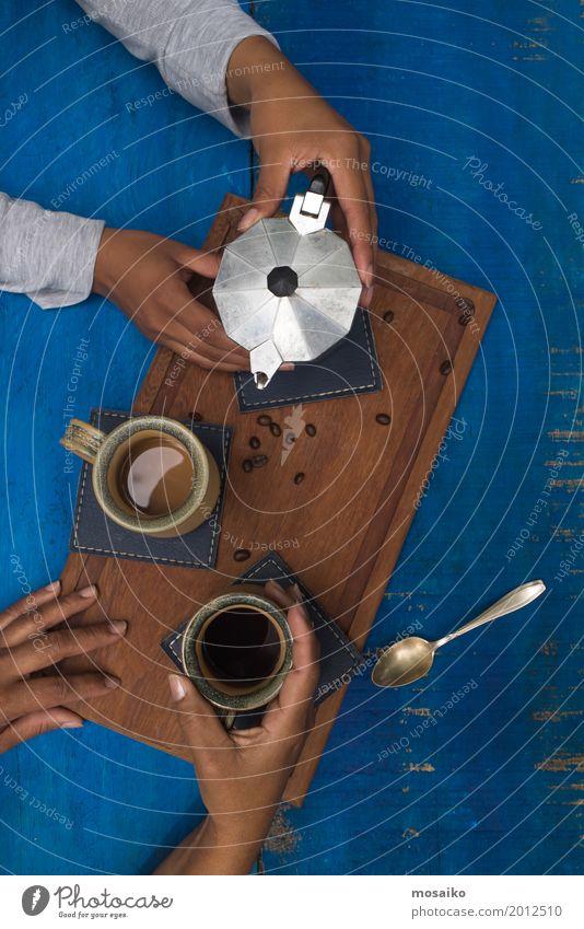 Kaffeepause Frühstück Kaffeetrinken Getränk Espresso Design Sommer Mensch genießen Kommunizieren sprechen Frühlingsgefühle Einigkeit Sympathie Freundschaft