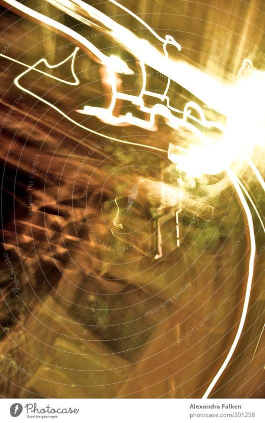 Lichterloh Straße gelb weiß Lichterscheinung Lichtspiel Langzeitbelichtung Strahlung Kurve Verlauf Spuren Geschwindigkeit Zickzack Wirtschaftskrise Beleuchtung