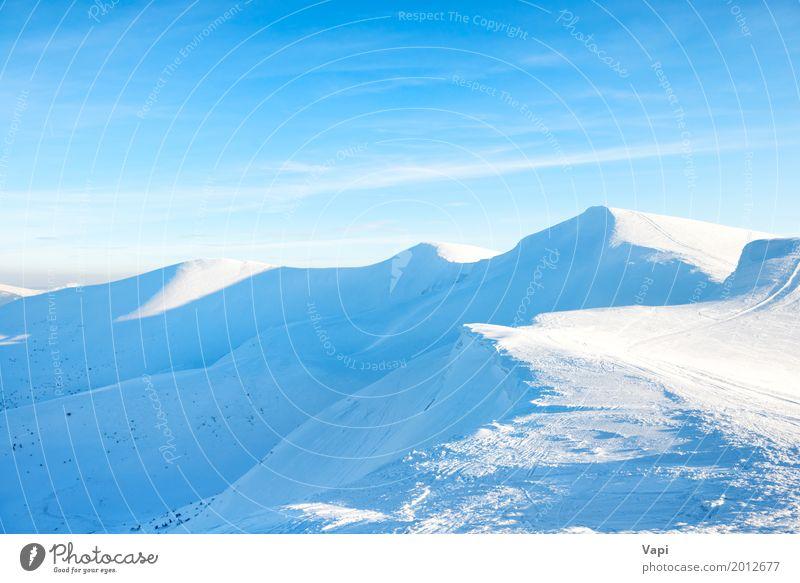 Schöne Winterlandschaft mit Schneebergen Himmel Natur Ferien & Urlaub & Reisen blau weiß Sonne Landschaft Wolken Ferne Berge u. Gebirge Sport Tourismus Felsen