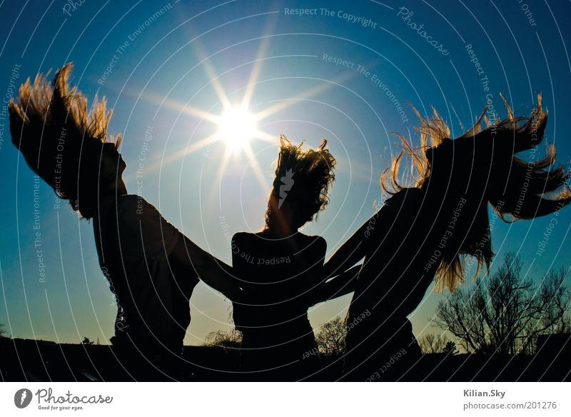 Die Sonne und wir Mensch Ferien & Urlaub & Reisen Jugendliche blau Sommer Junge Frau Freude Ferne Herbst Bewegung feminin Frühling Glück Feste & Feiern