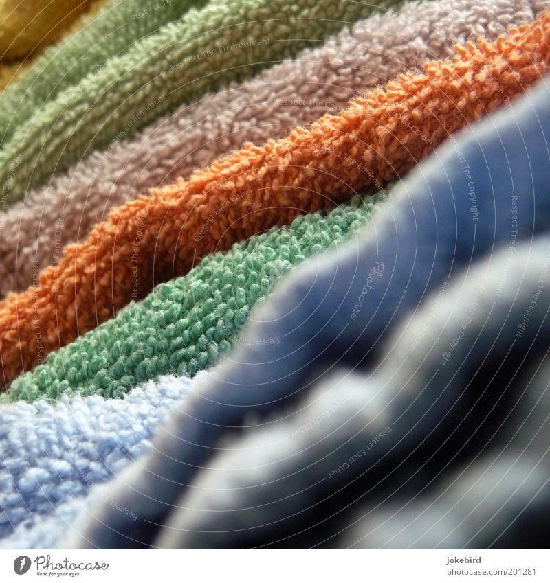 Frotteeturm grün blau gelb orange weich Sauberkeit Stoff trocken diagonal Stapel Wäsche Textilien trocknen Handtuch Körperpflegeutensilien