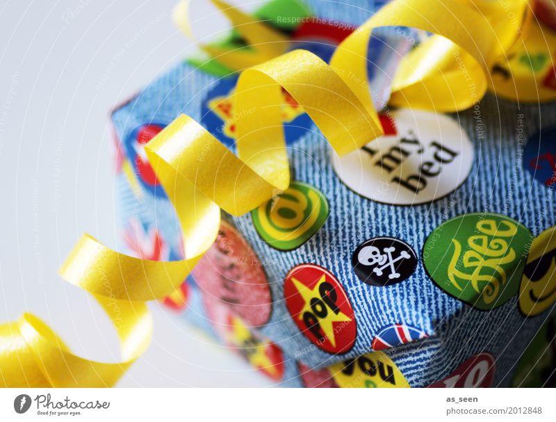 Überraschung Lifestyle kaufen Design Freude Kinderspiel Party Geburtstag Papier Dekoration & Verzierung Verpackung Smiley Etikett liegen trendy rebellisch blau