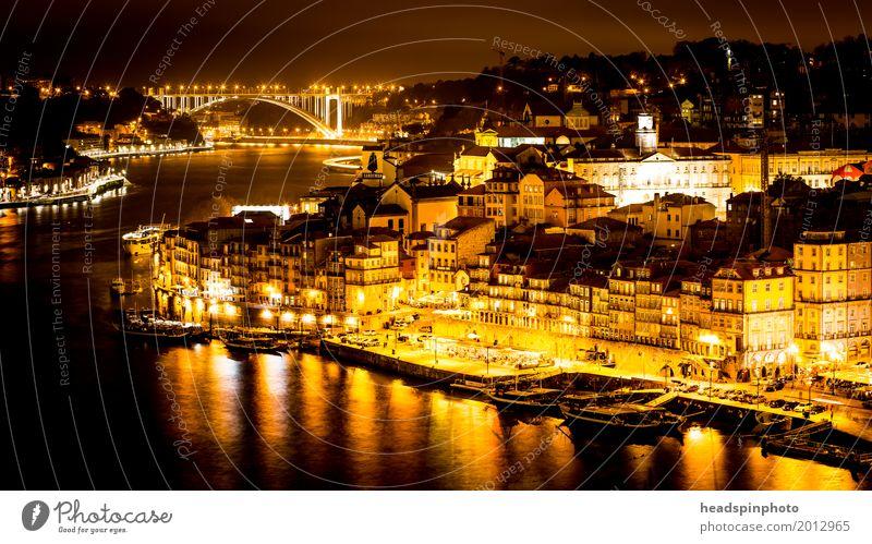 Stadtansicht von Porto in der Nacht Ferien & Urlaub & Reisen Sommer Wasser Architektur Tourismus Fassade Stadtleben kaufen Brücke Fluss erleuchten