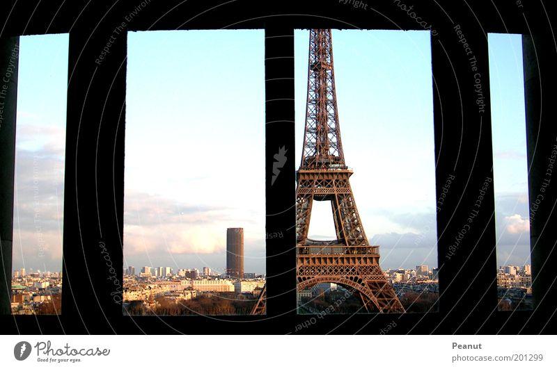 Blickwinkel Ferien & Urlaub & Reisen Fenster Kraft Architektur Tourismus Turm Paris Frankreich Bauwerk Wahrzeichen Stadtzentrum Hauptstadt Symmetrie Sightseeing