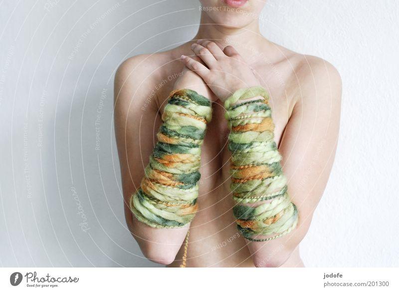 Armstulpen Frau Mensch Jugendliche schön grün Erotik nackt feminin Wärme Zufriedenheit Körper Haut Erwachsene Arme ästhetisch rein
