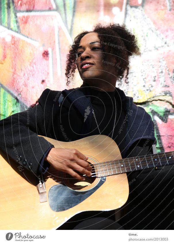 Musik | Ghetto Sounds (III) Mensch Frau schön Erwachsene Leben Graffiti feminin Spielen außergewöhnlich Zeit Haare & Frisuren Zufriedenheit Fröhlichkeit Kultur