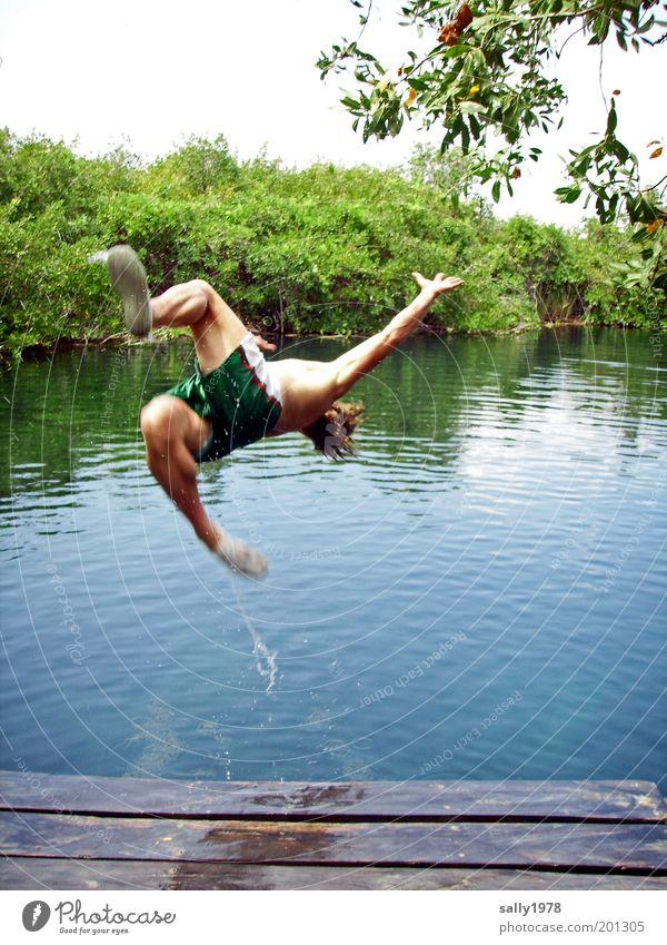 Sprung ins kühle Nass Mensch Natur Jugendliche Wasser Sommer Freude Leben Freiheit Bewegung springen Glück See Beine Körper Freizeit & Hobby Schwimmen & Baden
