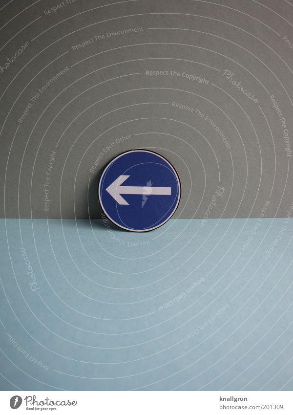 LINKS weiß blau grau Sicherheit Kommunizieren rund Gesetze und Verordnungen Pfeil Zeichen Hinweisschild Kontrolle links Verkehrsschild Verkehrszeichen kompetent