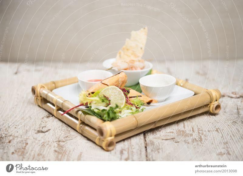 Thailändisches Gericht Frühlingsrollen Lebensmittel Fleisch Meeresfrüchte Gemüse Salat Salatbeilage Teigwaren Backwaren Zitrone Mittagessen Abendessen Slowfood