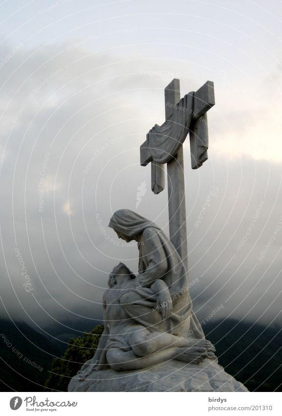 Overclouded Wolken Himmel (Jenseits) Tod Stein Traurigkeit Religion & Glaube Nebel Hoffnung Trauer Frieden Christliches Kreuz Statue Skulptur mystisch Glaube Kruzifix