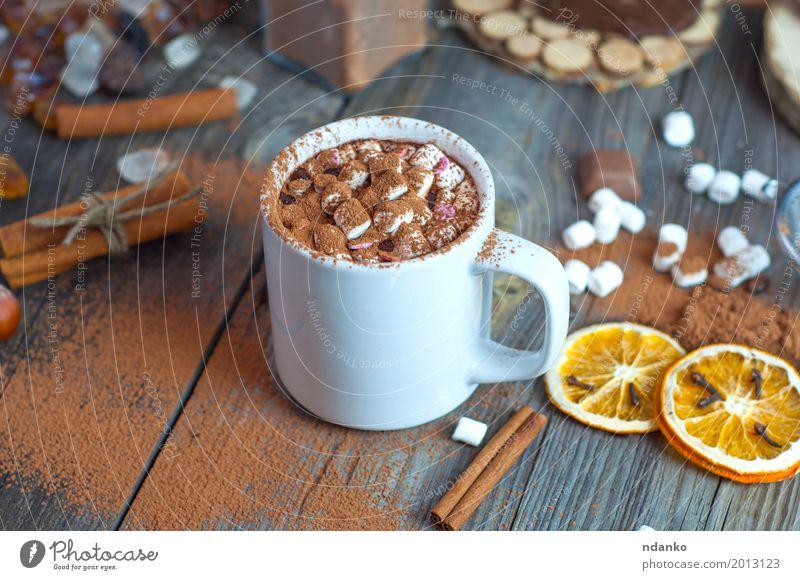Trinken Sie heiße Schokolade mit Marshmallows in einer weißen Tasse Frucht Dessert Kräuter & Gewürze Getränk Heißgetränk Kakao Tisch Holz alt Essen trinken