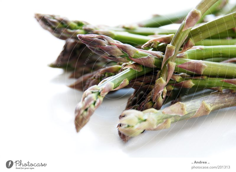 grüner Spargel Gemüse liegen Vitamin Gesundheit Spargelkopf genießen Makroaufnahme Nahaufnahme Frühling Bündel Spargelzeit frischer Spargel Ernährung ungeschält