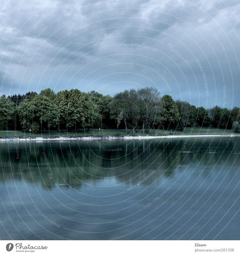 fast dunkel Umwelt Natur Landschaft Himmel Nachthimmel Sommer Gewitter Seeufer Erholung ästhetisch kalt nachhaltig ruhig Wasser Reflexion & Spiegelung Baum grün