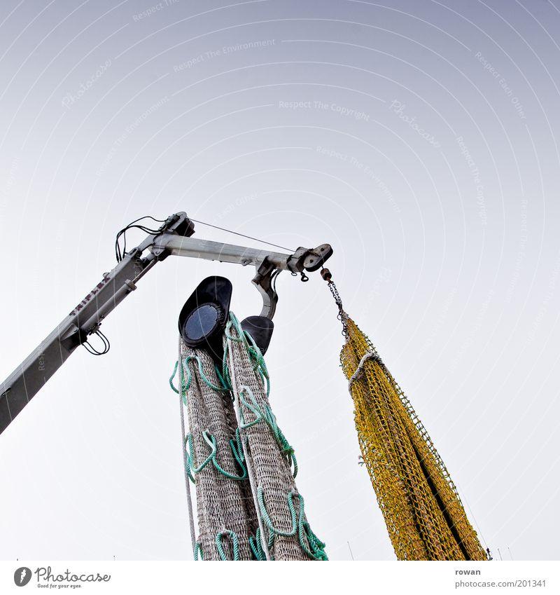 netzhub Schifffahrt fangen Fischereiwirtschaft Netz Kran heben Schleppnetzfischerei Wasserfahrzeug Farbfoto Gedeckte Farben Außenaufnahme Menschenleer