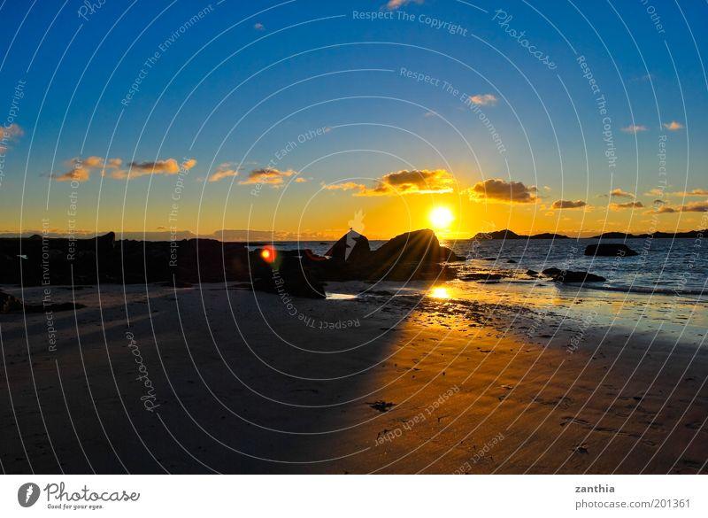 Mitternachtssonne Natur Wasser Himmel Sonne Meer Sommer Strand Ferien & Urlaub & Reisen Wolken Erholung Zufriedenheit Stimmung Küste Horizont Insel Lebensfreude