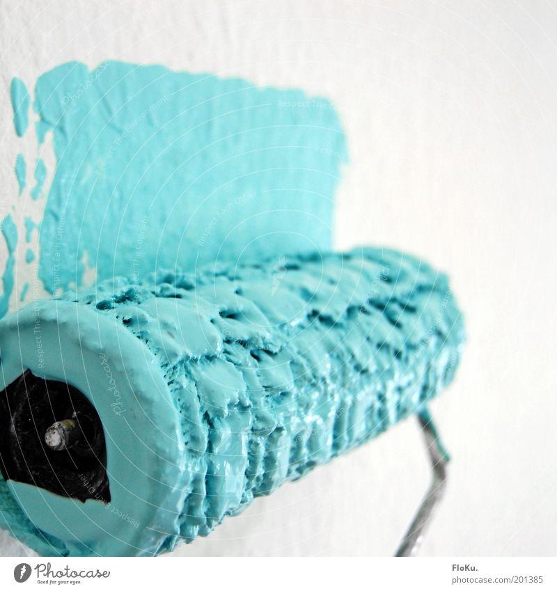 Tapetenwechsel weiß blau Haus Farbe Arbeit & Erwerbstätigkeit Wand Farbstoff Wohnung frisch neu Wandel & Veränderung Baustelle Beruf Häusliches Leben streichen