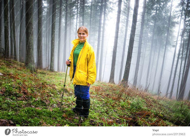 Mensch Frau Natur Ferien & Urlaub & Reisen Jugendliche Pflanze blau Junge Frau Sommer grün weiß Baum Landschaft Blatt Wald dunkel