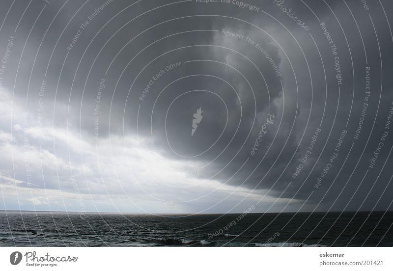 elementar Natur Landschaft Urelemente Wasser Himmel Wolken Gewitterwolken Horizont Wetter schlechtes Wetter Unwetter Wind Sturm Regen Wellen Küste Meer Atlantik
