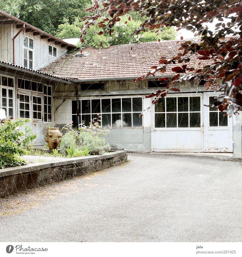 Atelier alt Haus Fenster Garten Wege & Pfade Gebäude Zufriedenheit geschlossen Dach Sauberkeit Tor Werkstatt Insolvenz Arbeitsplatz Krise