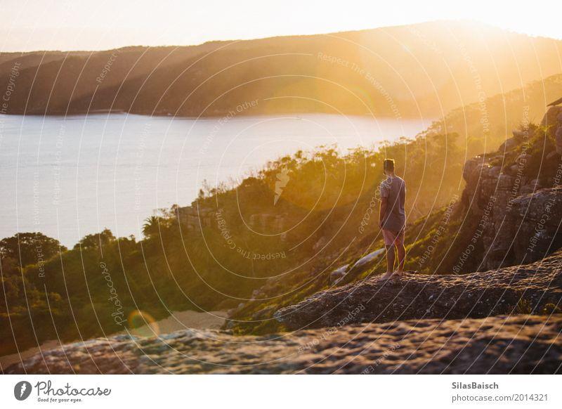In der Natur verloren Ferien & Urlaub & Reisen Jugendliche Farbe schön Junger Mann Freude Ferne 18-30 Jahre Berge u. Gebirge Erwachsene Leben Lifestyle Freiheit