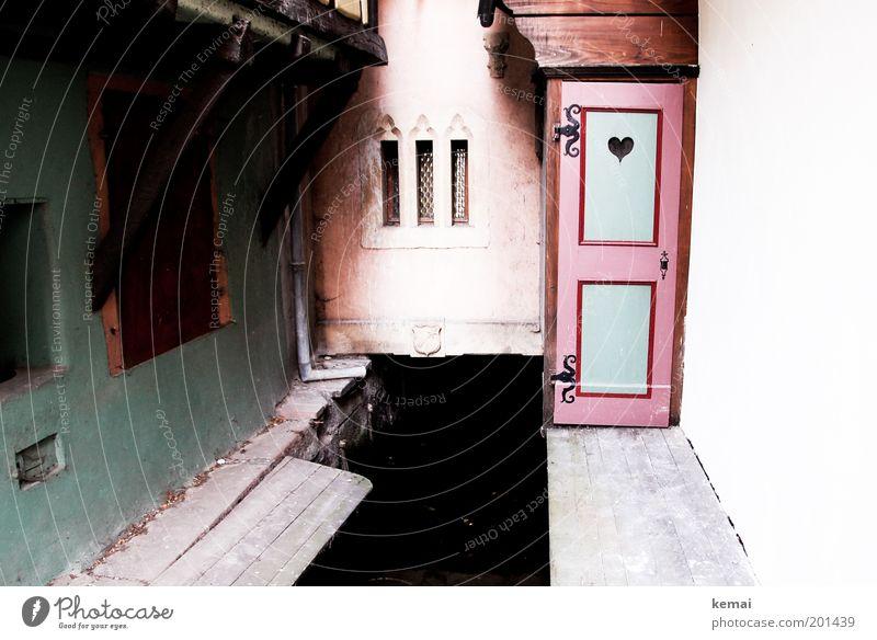 Örtchen Wasser alt grün Haus Wand Fenster Mauer Gebäude Herz Architektur rosa Tür Fassade Fluss Toilette Steg