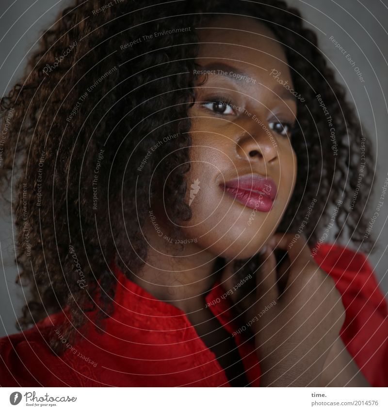 . Mensch Frau schön rot Erholung Erwachsene Wärme Leben natürlich feminin Glück Zeit Zufriedenheit träumen warten Lebensfreude