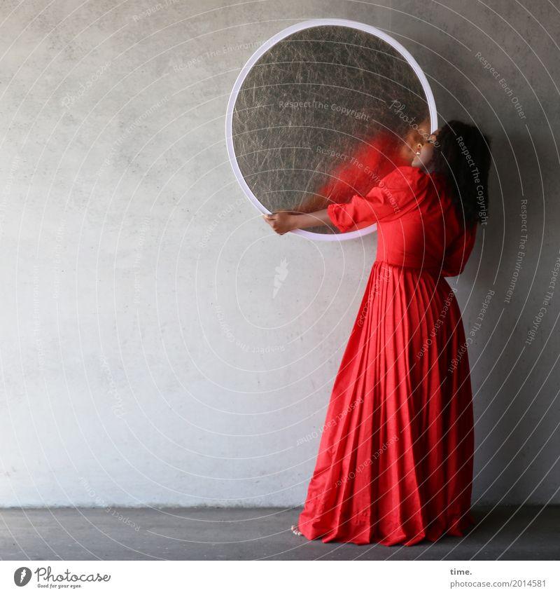 . Mensch Frau Stadt schön dunkel Erwachsene Leben Wand feminin Mauer Kunst außergewöhnlich ästhetisch Kreativität stehen Tanzen