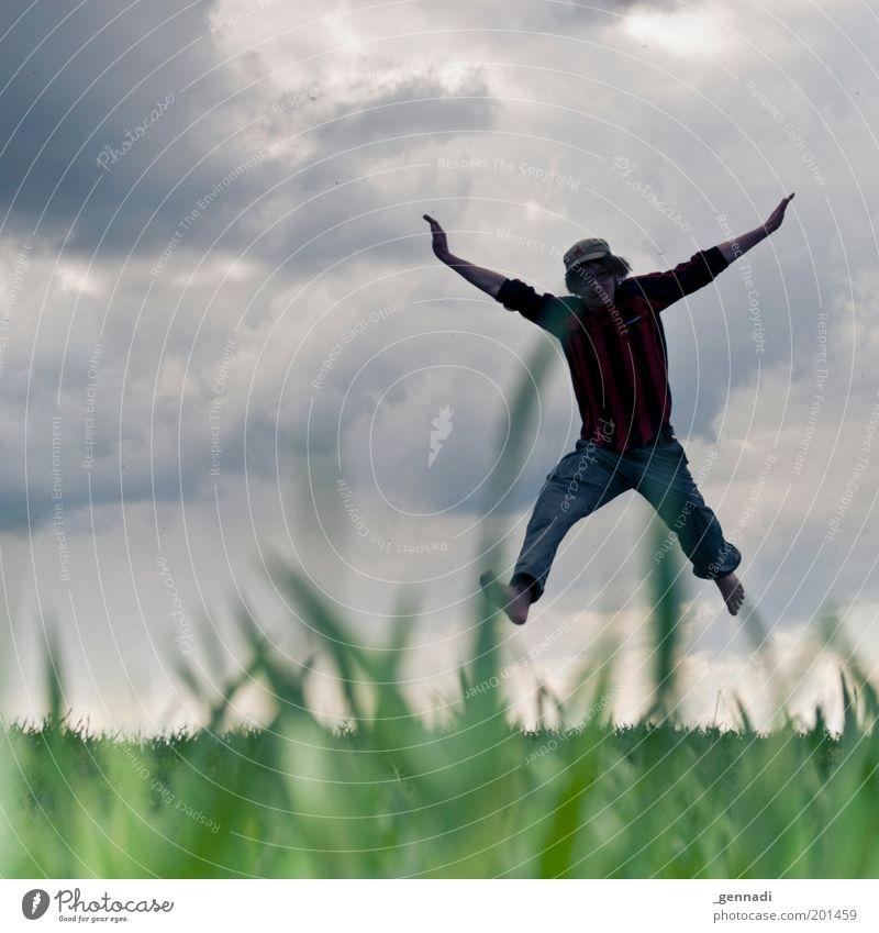 Fliegen wie ein Schmetterling Mensch Himmel Natur Jugendliche blau grün Wolken Erwachsene Umwelt Spielen Gras Glück springen Körper Freizeit & Hobby fliegen