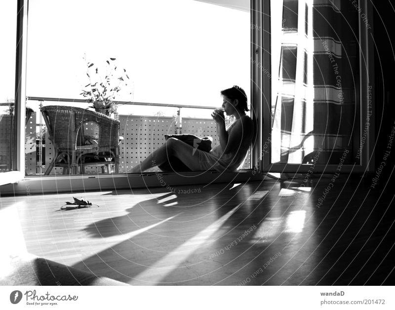 ________________ Mensch feminin Junge Frau Jugendliche Erwachsene Leben 1 18-30 Jahre Himmel Sonne Sonnenlicht Schönes Wetter Balkon Terrasse Fenster Kleid