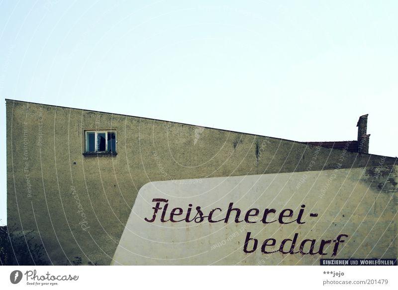einziehen und wohlfühlen. alt Haus Fenster Wand Gebäude Mauer Fassade Beton Schriftzeichen trist verfallen Werbung Ladengeschäft Typographie Verfall Ruine