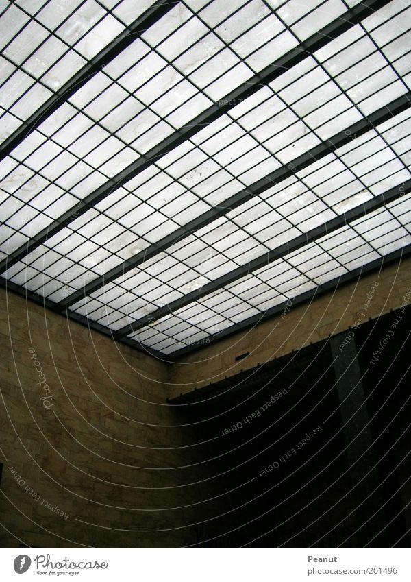 Eckpunkt . Venedig Bahnhof Gebäude Architektur Mauer Wand Fenster Dach eckig Farbfoto Innenaufnahme Licht Schatten Kontrast Dachfenster Glasfassade Menschenleer