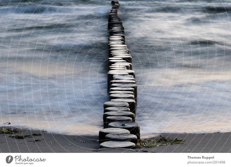 Geteilt Natur Wasser schön Meer blau Strand Einsamkeit Holz grau Sand Landschaft Stimmung Wellen Küste Deutschland Umwelt