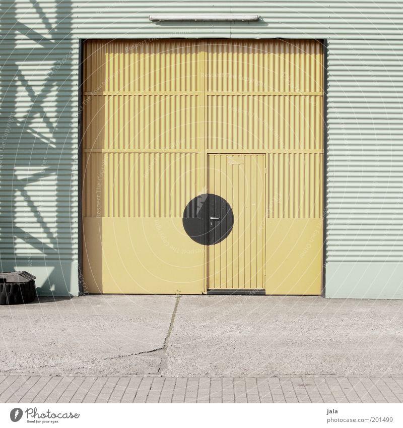 big door gelb Arbeit & Erwerbstätigkeit Gebäude Tür geschlossen Industrie Platz Industriefotografie Fabrik Punkt Lager Unternehmen Lagerhalle Garage Industrieanlage Blech