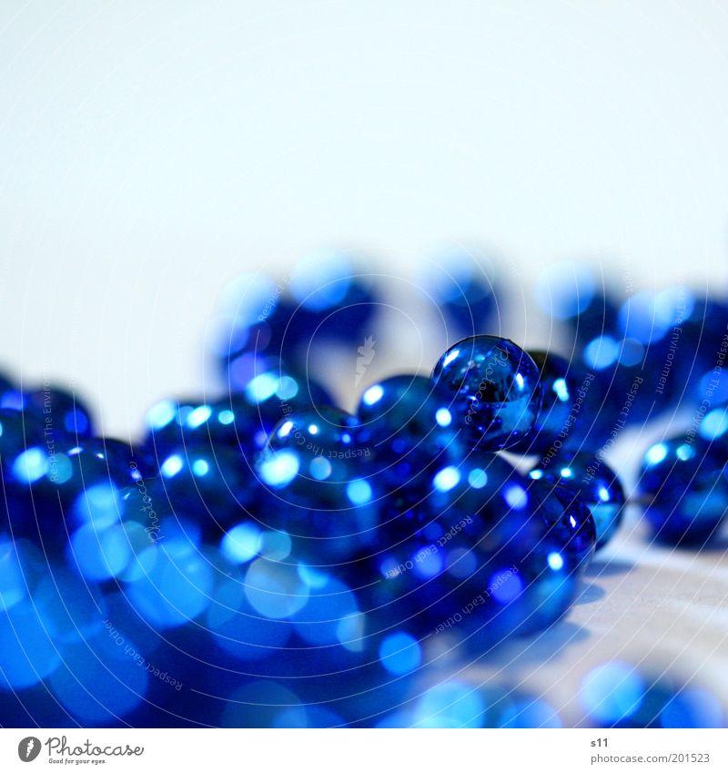DekoKitsch elegant Basteln Dekoration & Verzierung Krimskrams Kunststoff Kugel glänzend schön klein lang rund blau Weihnachten & Advent Kette Perle Schmuck