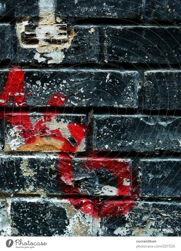 oh noes!!! Kunst Menschenleer alt ästhetisch gelb rot schwarz weiß Verfall Vergangenheit Vergänglichkeit Backstein Graffiti Schriftzeichen Buchstaben Farbfoto