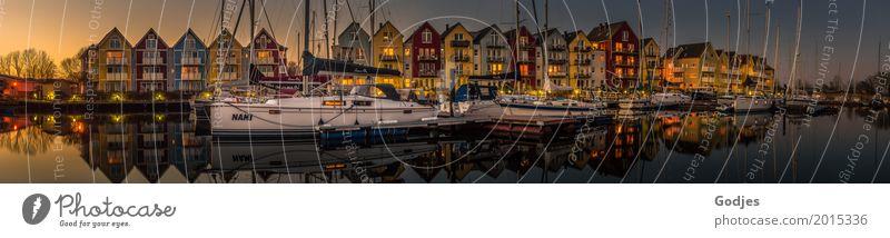 Panorama Schwedenhäuser blau Stadt grün Wasser weiß rot Haus schwarz Architektur gelb Frühling orange rosa Häusliches Leben Zufriedenheit Verkehr