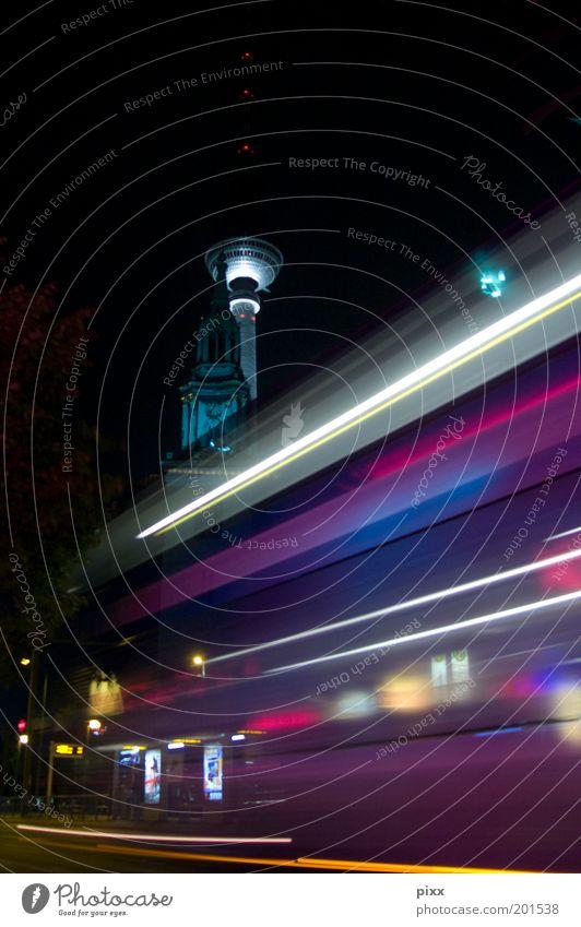 Home an der Spree Lifestyle Tourismus Städtereise Nachtleben Feierabend Nachthimmel Kirche Bauwerk Sehenswürdigkeit Wahrzeichen Verkehrsmittel