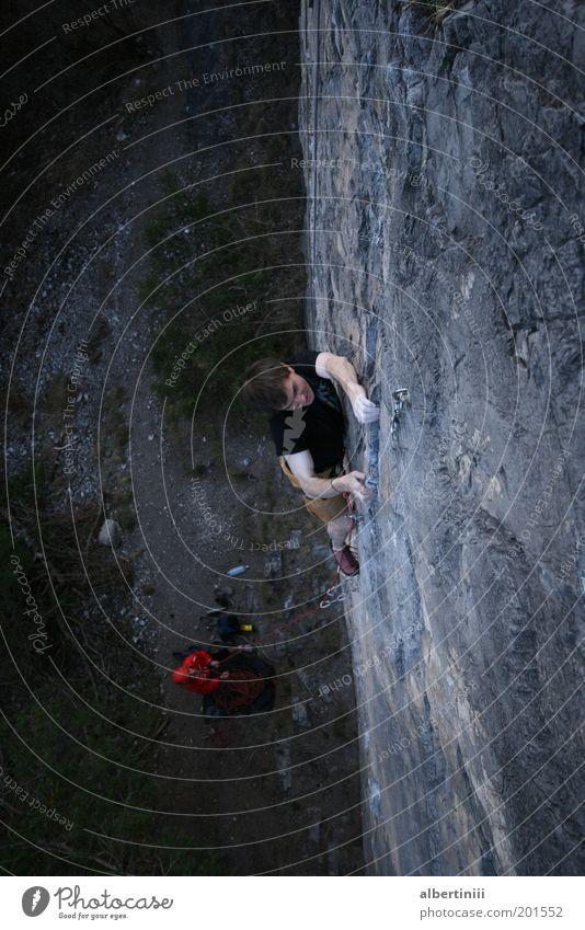 Fingerspiel Mensch Mann Natur Jugendliche Erwachsene Umwelt Sport Freizeit & Hobby Felsen hoch maskulin Abenteuer 18-30 Jahre einzigartig Klettern Alpen