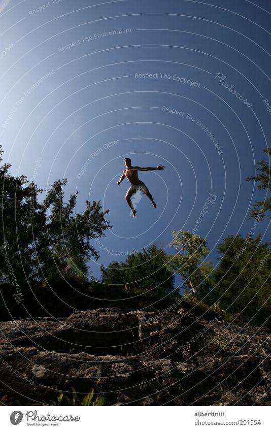 Klippensprung Mensch Himmel Mann Natur Jugendliche Wasser Baum Pflanze Sonne Erwachsene Umwelt Sport springen Gesundheit Kraft Schwimmen & Baden