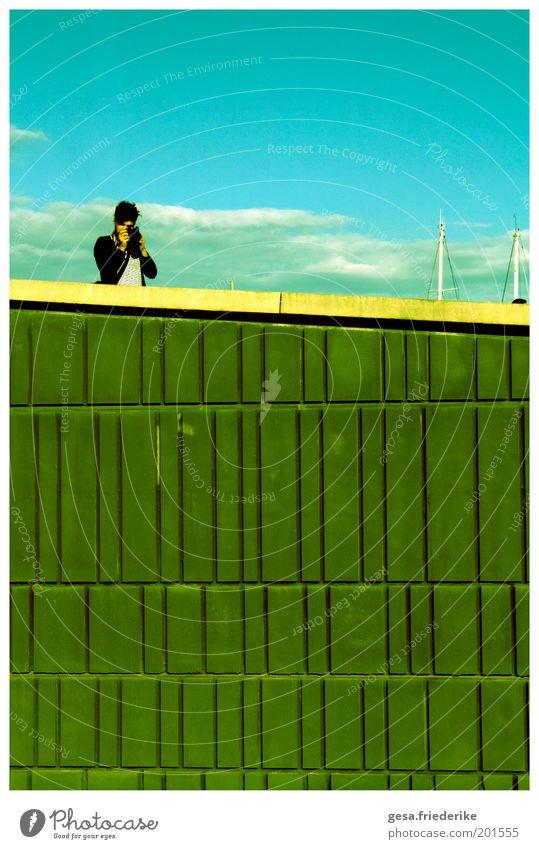 he knows how to kill me with the polaroids Himmel Wolken Mauer Zufriedenheit Fotografie außergewöhnlich authentisch verrückt einzigartig Fotokamera