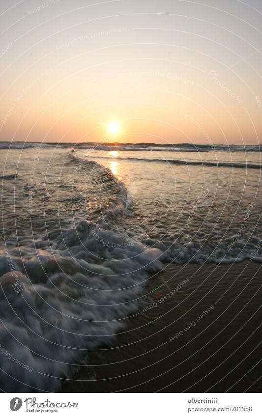 Wasserspiel Natur Wasser schön Himmel Meer Sommer Ferne kalt Gefühle Glück Landschaft Zufriedenheit Stimmung Erde Wellen Küste