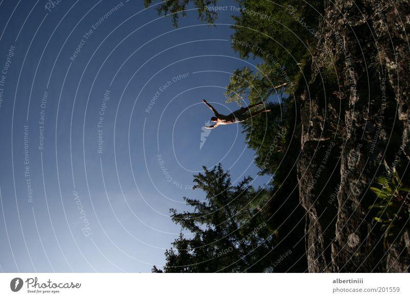 Klippensprung Mensch maskulin Mann Erwachsene 1 18-30 Jahre Jugendliche Umwelt Natur Landschaft Erde Wasser Himmel Wolkenloser Himmel Sonnenlicht Sommer Pflanze