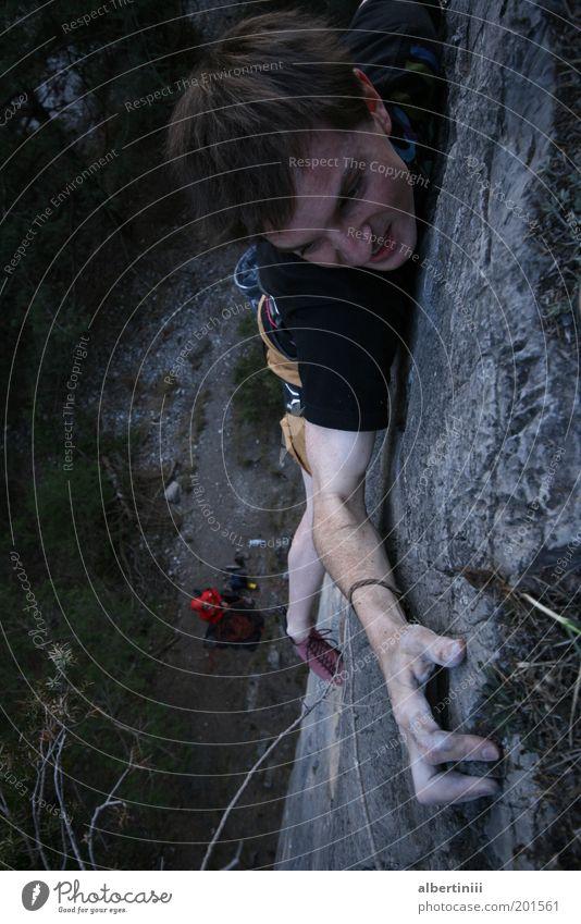 Fingerkraft Teil 2 Mensch maskulin Mann Erwachsene 1 18-30 Jahre Jugendliche Umwelt Natur Felsen Alpen T-Shirt Haare & Frisuren brünett außergewöhnlich Gefühle