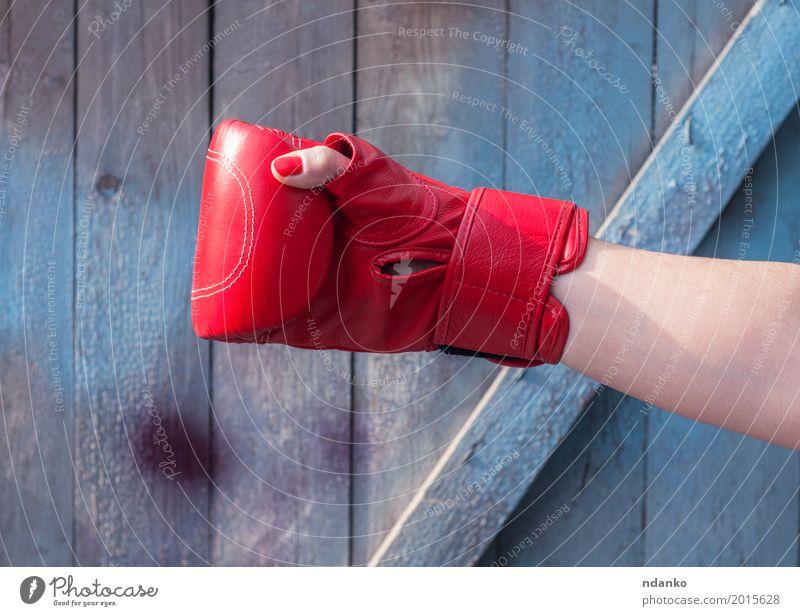 Mensch Frau alt blau Hand rot Erwachsene Sport feminin Holz Mode retro Kraft Erfolg Finger Macht