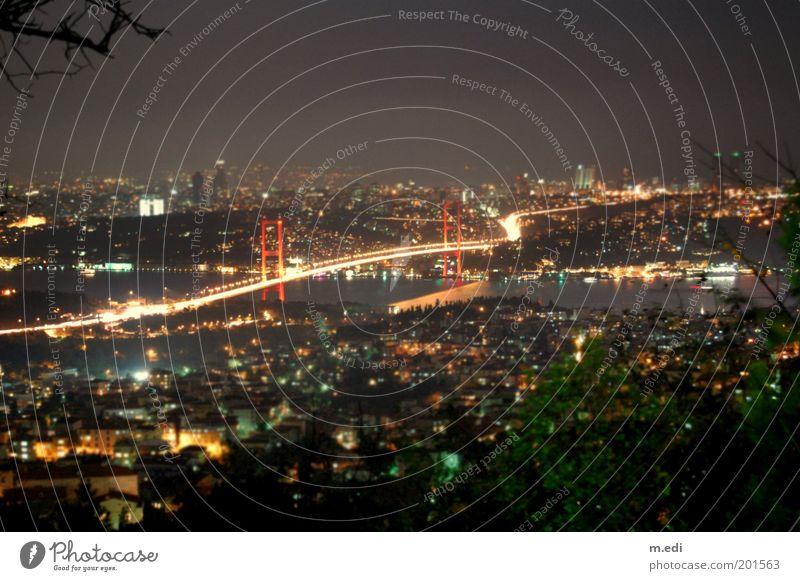istanbulmini dunkel Europa Brücke Fluss Asien Skyline erleuchten Türkei Istanbul Stadt Urlaubsfoto Bosporus Stadtlicht