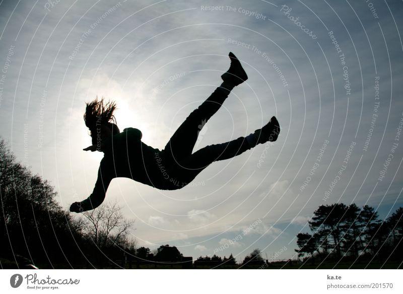 Es ist noch kein Meister... Junge Frau Jugendliche Körper 1 Mensch Luft Himmel Schönes Wetter Baum fallen fliegen springen leuchten Fröhlichkeit Gesundheit dünn